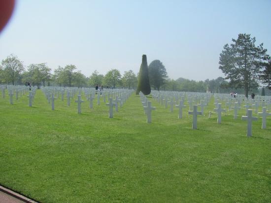 Saint-Laurent-sur-Mer, France : The marking of a fallen Heroe
