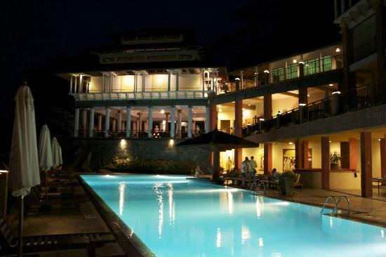 Amaya Hills: La piscine