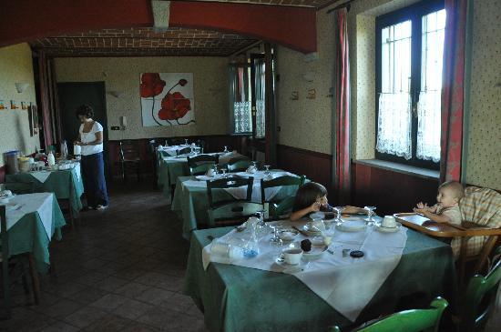 Cascina Papa Mora: le mie bimbe nel ristorante per la colazione