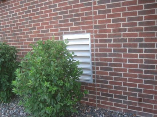 Country Inn & Suites By Carlson, Shoreview: Ventilation from Laundry Room below 306