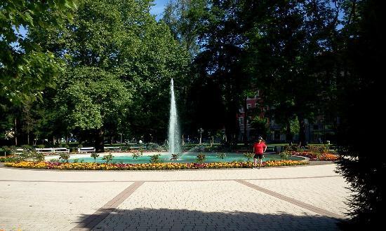 Erlebnis Post Stadthotel -  Hotel mit EigenART: La suggestiva fontana nel parco della Hauptplatz