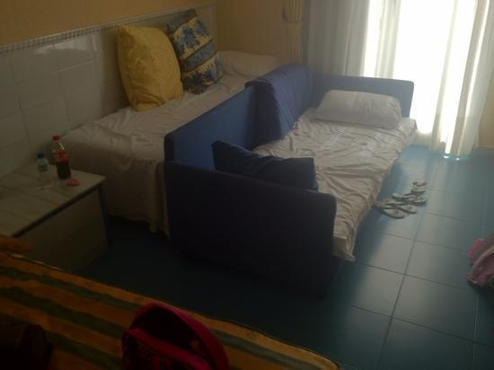 Diverhotel Roquetas: la habitación de 4 personas.