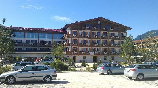 Golf Resort Achental: hotel front