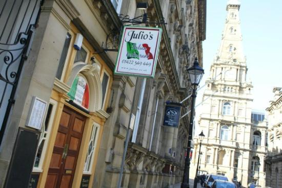 Julio's Italian Restaurant: Great Central Location