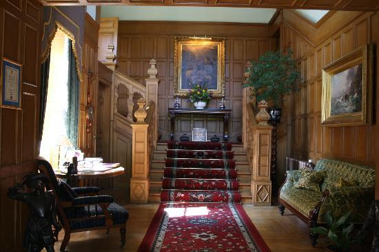 Glenapp Castle: entrance hall