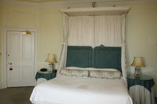 Glenapp Castle: front beddroom