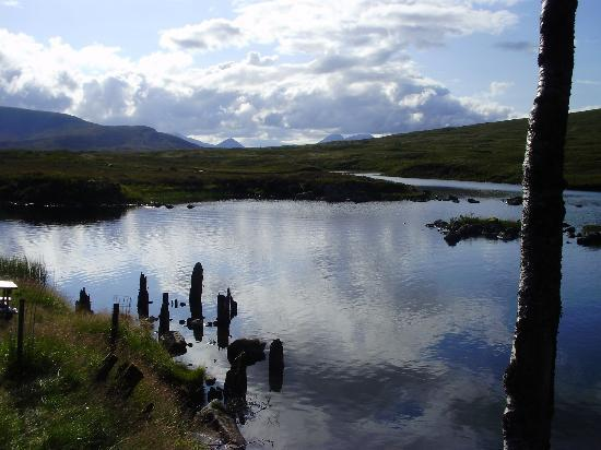 Loch Ossian Youth Hostel: View behind the Hostel
