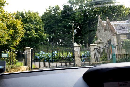 Glenapp Castle: entrance gates