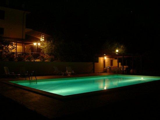 Residenza Ca' San Marco: piscina di notte