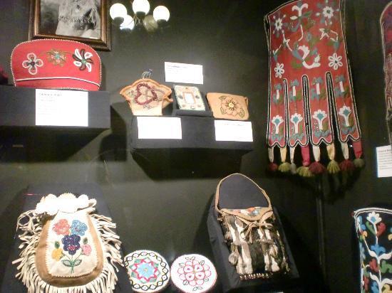 MacBride Museum: 先住民の工芸品