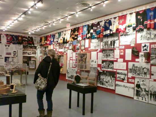 MacBride Museum: コレクション