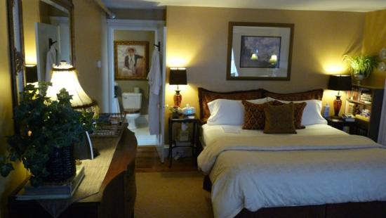 PineCrest Inn: The Gorham, King Bed, 2nd Floor