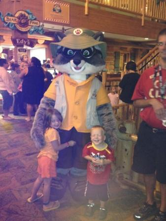 Great Wolf Lodge: Daily character meet and greet.