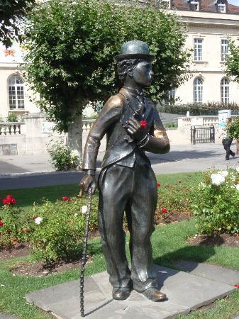 Charlie Chaplin Statue : Charlie Chaplin - The Tramp