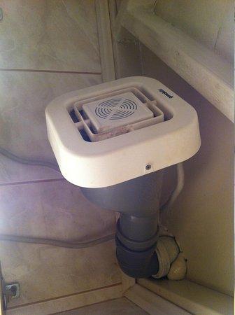 """Villa Odak: """"Fancy"""" ventillation system - noisy and not effective (they still have mould)"""