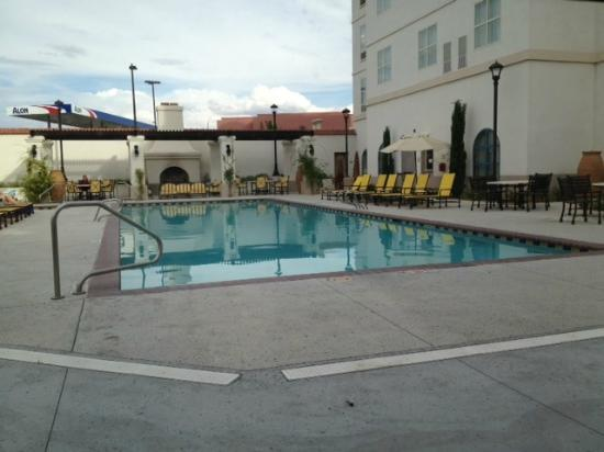 Hilton Garden Inn Las Cruces: Pool and hot tub area with outdoor fireplace