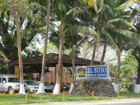 BEST WESTERN El Sitio Hotel & Casino: Entrance