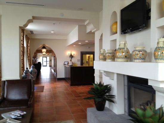 Hilton Garden Inn Las Cruces: Back lounge area