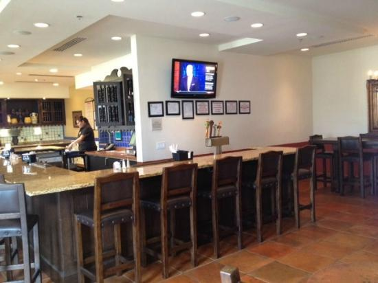 Hilton Garden Inn Las Cruces: Breakfast and Bar area