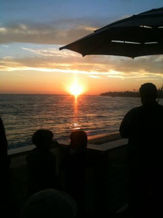 Pacific Edge Hotel on Laguna Beach: Sunset from The Deck restaurant!