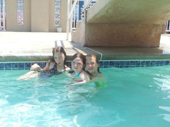 Park Lane Resort: Having fun in the pool