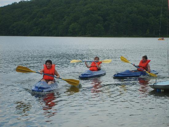 YMCA Trout Lodge: Some of the kids kayaking on Sunnen Lake