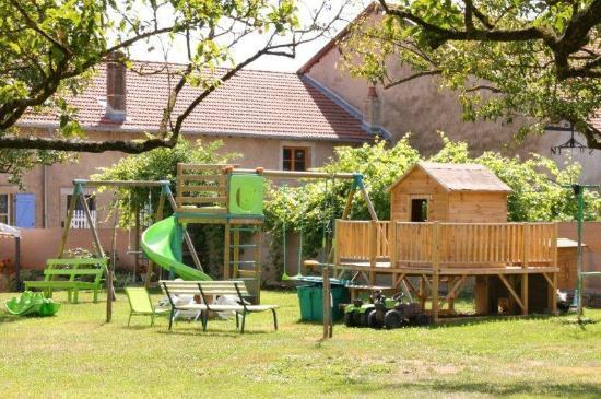 espace jeux jardin pour les enfants photo de au coin des. Black Bedroom Furniture Sets. Home Design Ideas