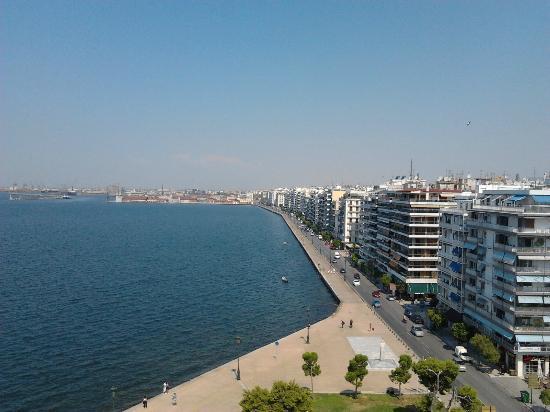 White Tower of Thessaloniki: λεωφορος νικης