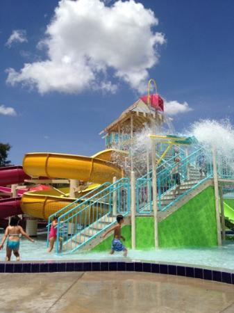 Topeekeegee Yugnee Park: great waterpark for kids!