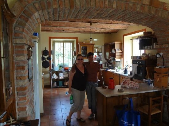 Villa Sampaguita: Rina and Cheri in the kitchen