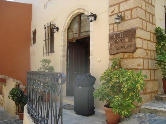 Porto del Colombo Hotel: Hotel Entrance