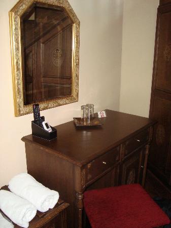 Porto del Colombo Hotel : Downstairs room 9