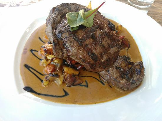BBQ House: Grilled entrecôte of bison with rum-pepper sauce, marinated vegetables and corn-quinoa herbcake.