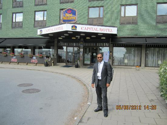 Best Western Capital Hotel: dr parmod in front of hotel