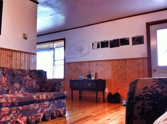 Hines' Ocean View Lodge: lounge