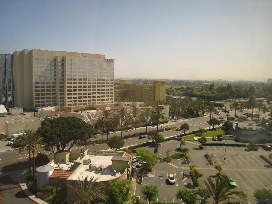 Anaheim Marriott Suites: look out of the room