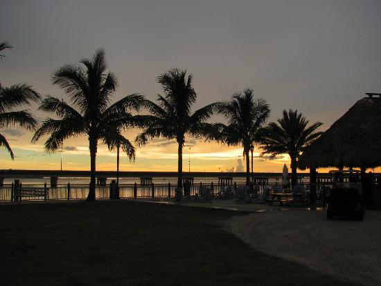 Four Points By Sheraton Punta Gorda Harborside: Sunset from tiki bar area