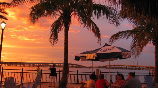 Four Points By Sheraton Punta Gorda Harborside: Tiki Bar at sunset