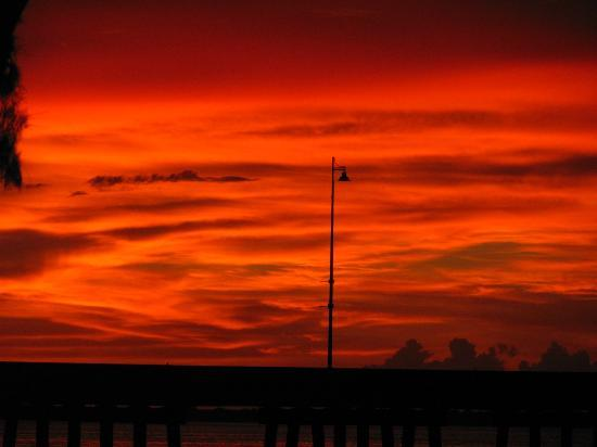 Four Points By Sheraton Punta Gorda Harborside: Beautiful sunsets from the tiki bar