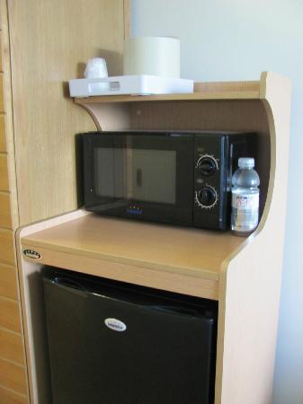Four Points By Sheraton Punta Gorda Harborside: Microwave & fridge