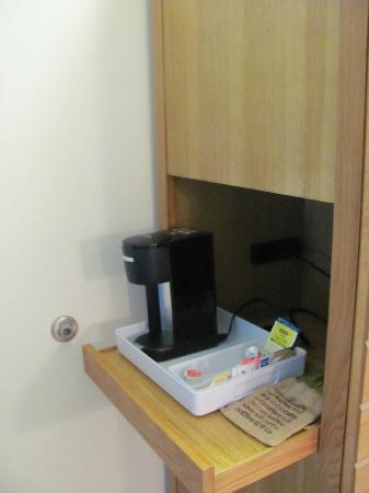Four Points By Sheraton Punta Gorda Harborside: Coffee maker in room