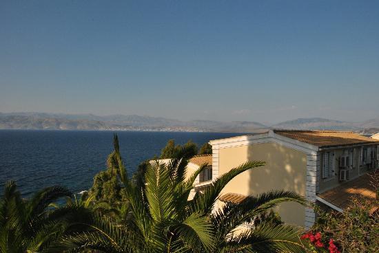 Kassiopi Bay: vista dalla piscina