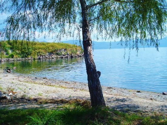 Lake Ilopango: Shores of Ilopango Lake