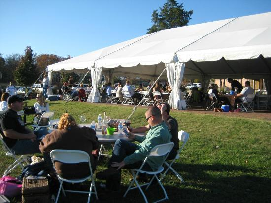 Villa Antonio Winery: big outdoor tent for shade