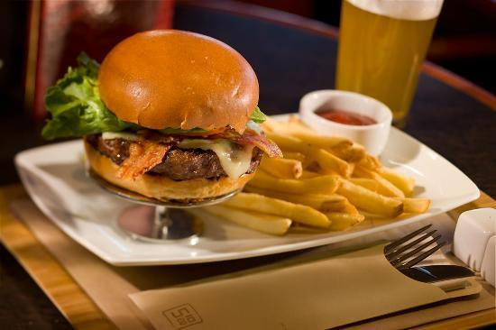 Providence Marriott Downtown : Providence was voted Best City for a Burger 2012 - Travel & Leisure