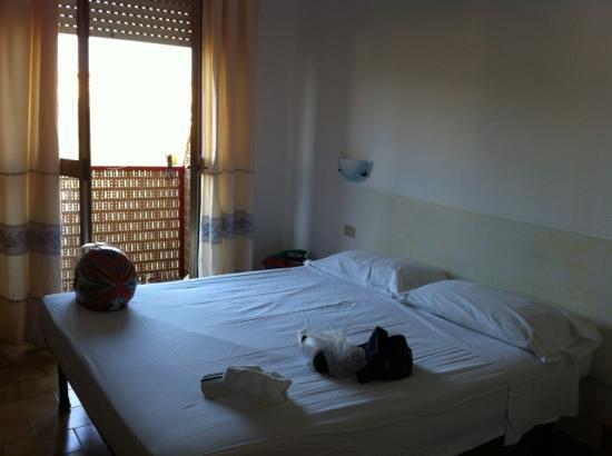 Hotel Citti: camera matrimoniale molto luminosa con balcone