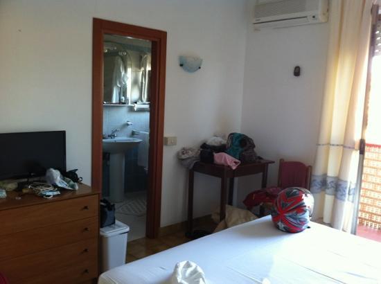 Hotel Citti: camera matrimoniale e porta bagno