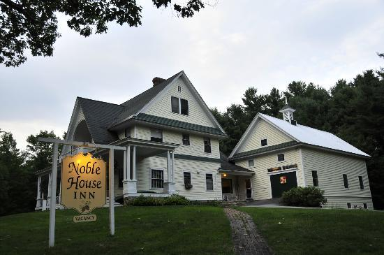 Noble House Inn: Street View