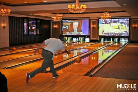High Rollers Luxury Lanes and Lounge: Watch the game while you bowl