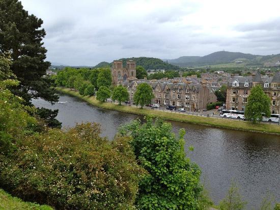 Happy Tours: Picturesque Inverness